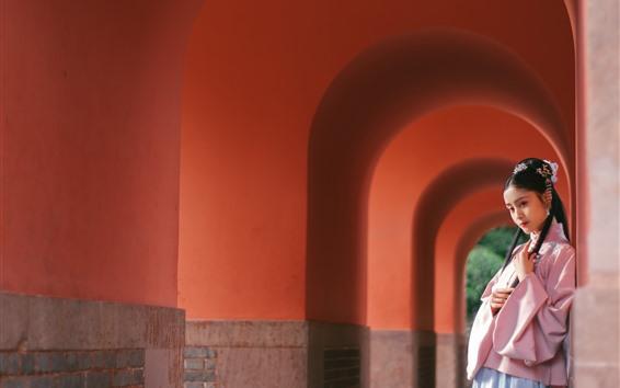 壁纸 美丽的年轻女孩,复古风格,拱门,走廊