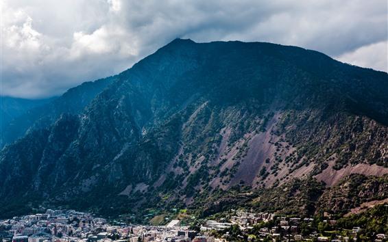 배경 화면 산, 구름, 도시, 건물