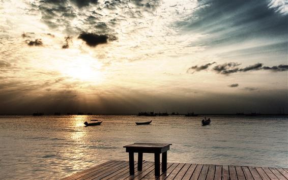 Papéis de Parede Cais, pôr do sol, mar, mesa de madeira, barcos, nuvens