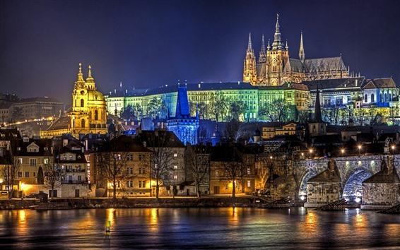 壁紙 プラハ、街の夜、ライト、川、住宅
