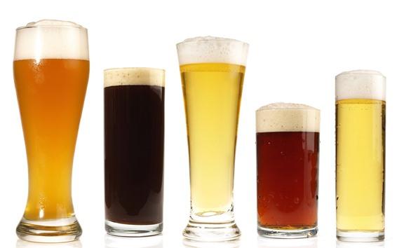 Papéis de Parede Cinco xícaras de cerveja, espuma, bebidas