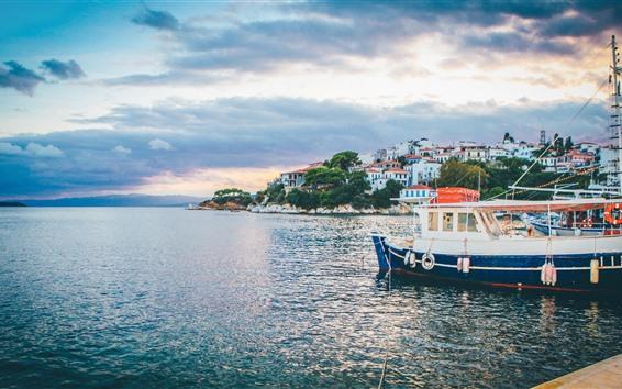 Обои Пирс, лодки, море, берег, дома, облака