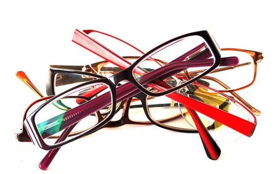 Fondos de pantalla Unas gafas, fondo blanco