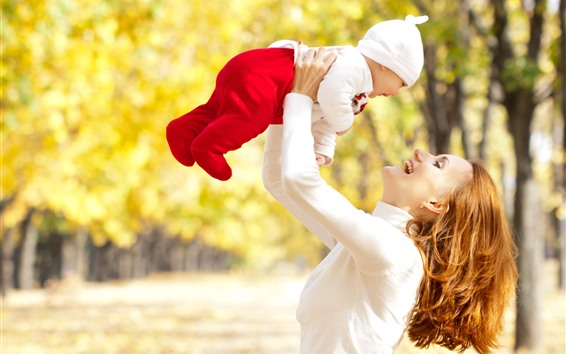 Wallpaper Happy mother and baby, autumn