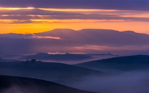 Papéis de Parede Itália, Toscana, zona rural, montanhas, campos, nevoeiro, manhã cedo