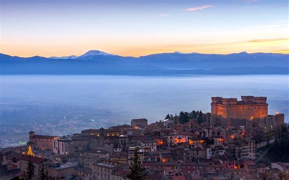 壁紙 イタリア、城、都市、朝、ライト、霧