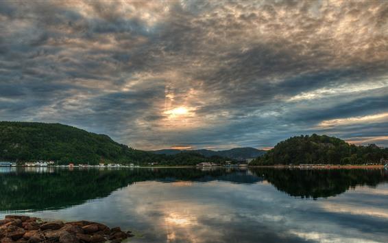 Fondos de pantalla Lago, árboles, reflejo de agua, nubes, puesta de sol