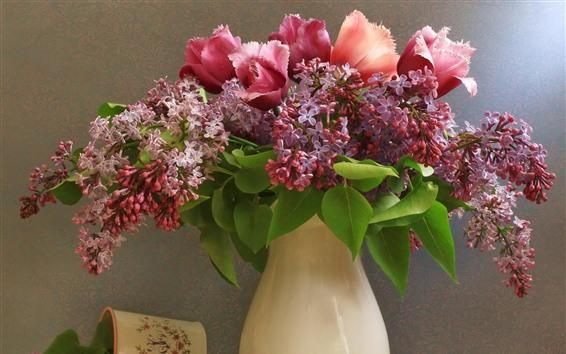 Обои Сиреневые цветы и тюльпаны, ваза