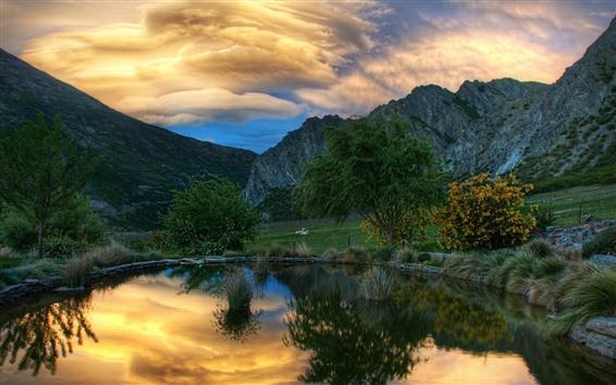 Papéis de Parede Lagoa, montanhas, animal, nuvens, crepúsculo