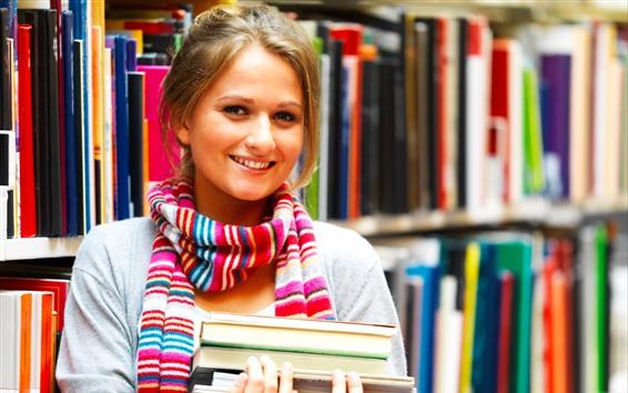 Fond d'écran Sourire jeune fille, étudiant, bibliothèque, livres