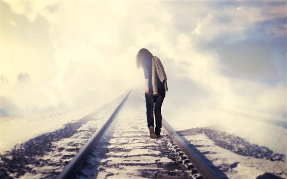 Fond d'écran Fille marche sur le chemin de fer, vue arrière, brouillard