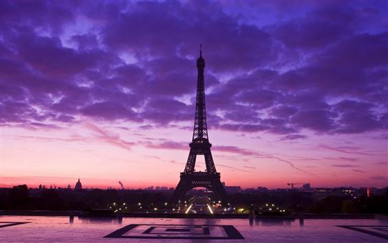 Fondos de pantalla Torre Eiffel, cielo púrpura, nubes, noche, ciudad, Francia