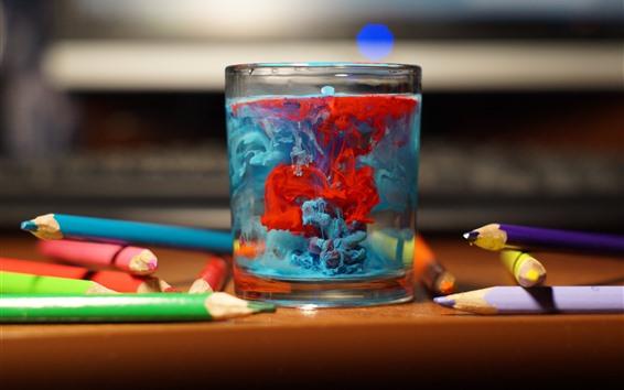 Обои Стеклянная чашка, разноцветные чернила, карандаши