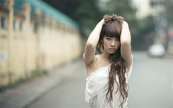 Hintergrundbilder Junges asiatisches Mädchen, Frisur, Hände, Pose