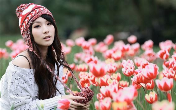 Hintergrundbilder Asiatisches Mädchen und Tulpen, Hut