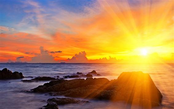 Hintergrundbilder Sonnenstrahlen, Sonnenuntergang, Meer, Blendung, Felsen, Wolken