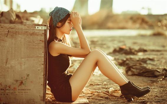Papéis de Parede Menina asiática, sente-se no chão, enevoada