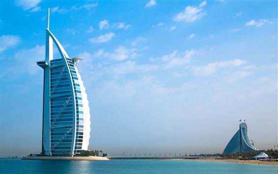 Fondos de pantalla Dubai, rascacielos, río, cielo azul