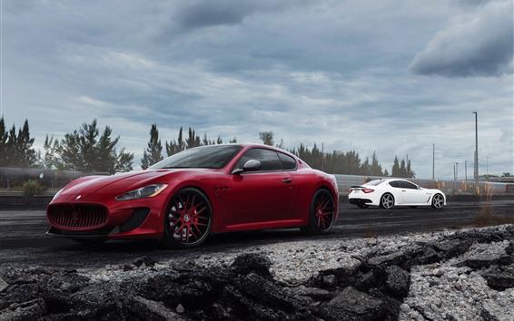 壁纸 玛莎拉蒂红色和白色汽车