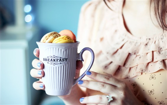 Fondos de pantalla Una taza de macarrón, desayuno, niña