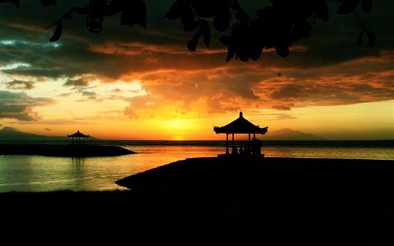 Fond d'écran Coucher de soleil, lac, pavillon, silhouette, nuages
