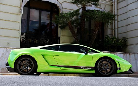Обои Lamborghini зеленый суперкар, вид сбоку, пальмы