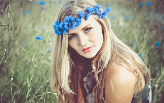 Обои Блондинка, синий венок, цветы