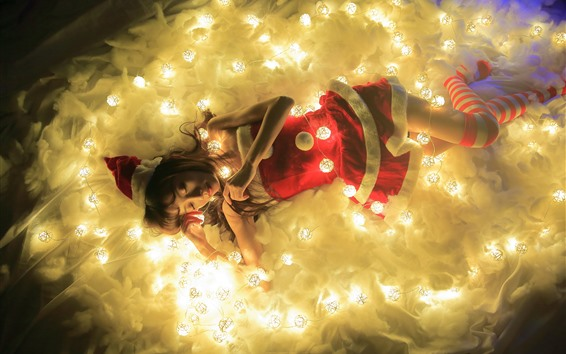 Обои Рождественская девочка, спит, огни
