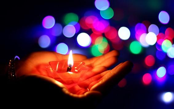Fondos de pantalla Manos, vela, llama, círculos de luz de colores