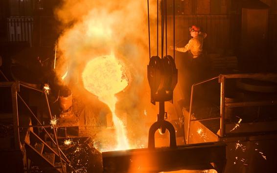 Wallpaper Smelting factory, worker, molten metal, sparks, heat