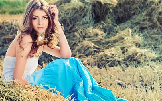 Papéis de Parede Sorria garota, saia, sente-se no chão, grama, verão