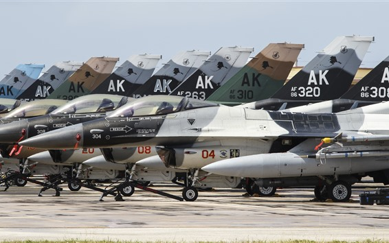 壁紙 一部のF-16戦闘機、飛行場