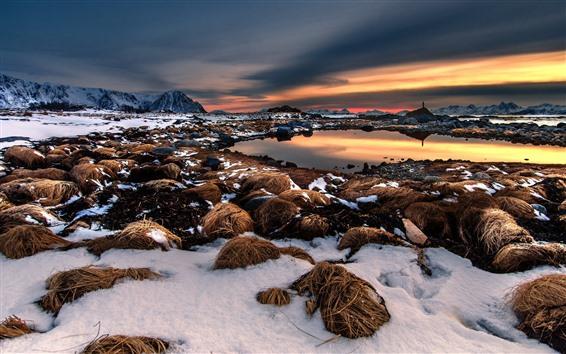 Papéis de Parede Neve, feno, lagoa, montanhas, pôr do sol, inverno