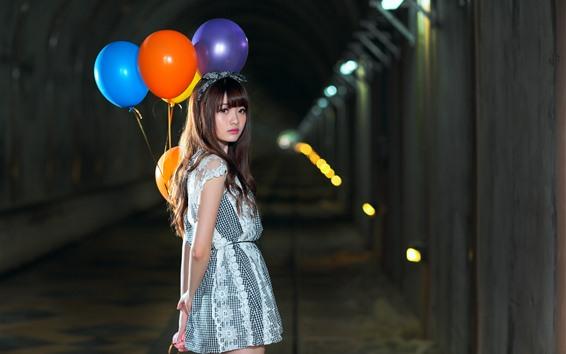 Papéis de Parede Menina asiática, olhar para trás, balão colorido, noite