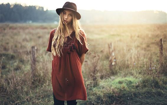 Обои Блондинка, смотреть, шляпа, трава, лето