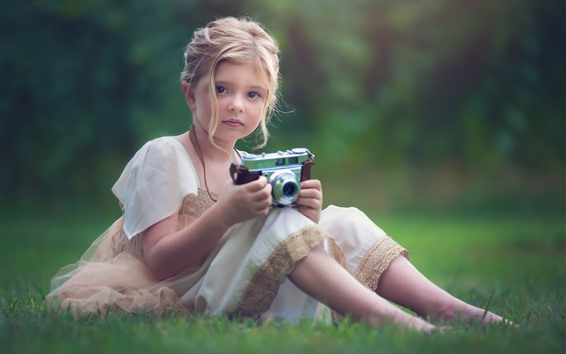 Wallpaper Cute little girl use camera, meadow