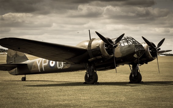 Обои Легкий бомбардировщик, самолет, земля, трава