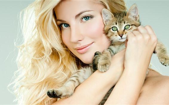 Обои Улыбка блондинка девушка и котенок