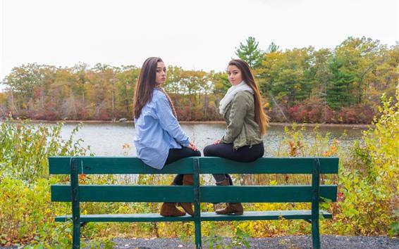Fond d'écran Deux filles, banc, arbres, rivière, automne