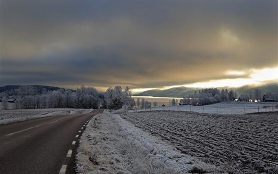 Papéis de Parede Inverno, crepúsculo, neve, estrada, campos, árvores, nuvens