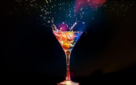 Обои Коктейль, стеклянная чашка, всплеск, красочный свет, черный фон