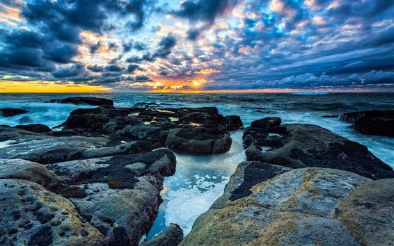 Fond d'écran Mer, rochers, nuages, crépuscule, coucher de soleil