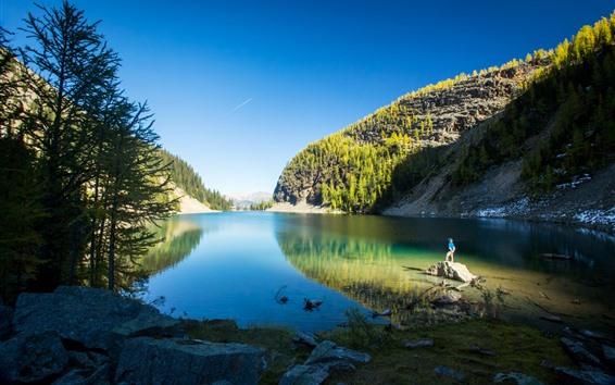 Fondos de pantalla Parque Nacional Banff, Lago Louise, Montañas, Árboles, Hombre, Canadá