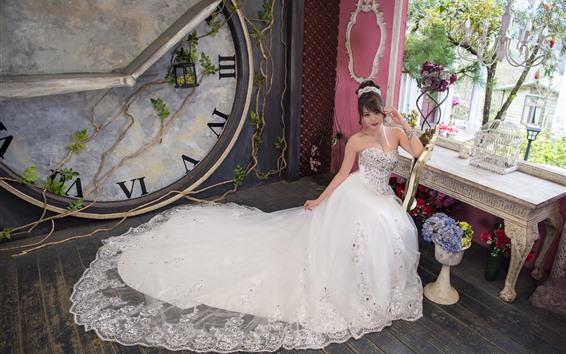 Обои Красивая невеста, китайская девушка, комната, часы