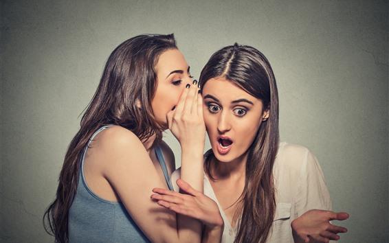 壁纸 两个女孩,秘密信息,惊讶