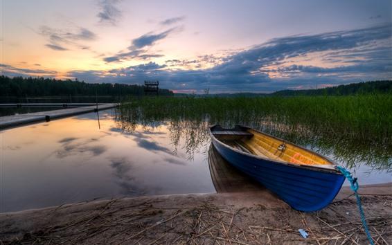 Fondos de pantalla Barco, río, hierba, atardecer, nubes