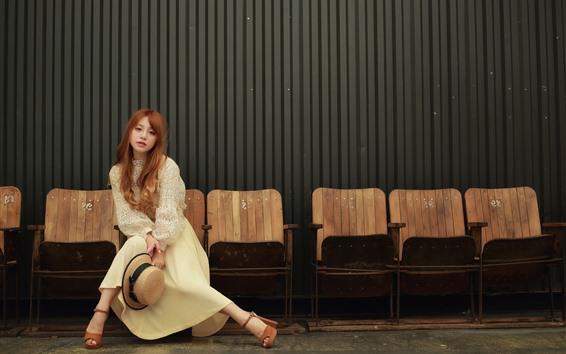 Обои Длинные волосы азиатские девушки, шляпа, стулья