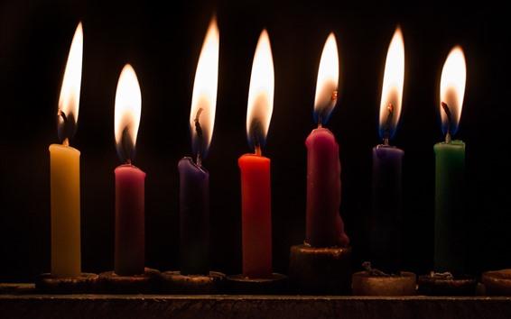 Обои Некоторые свечи, пламя, черный фон