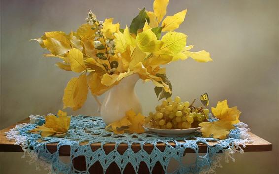 Обои Желтые кленовые листья, виноград, фрукты