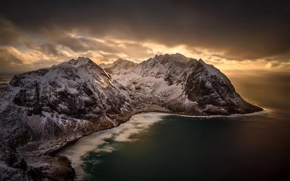 Fond d'écran Kvalvika Beach, Norvège, Mer, Montagnes, Neige, Nuages, Dusk